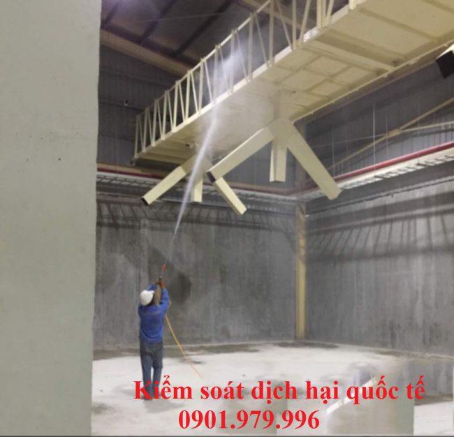 Phun khử trùng dây chuyền sản xuất